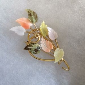 Jewelry - 💛 Beautiful mother of pearl leaf design pin 🍁